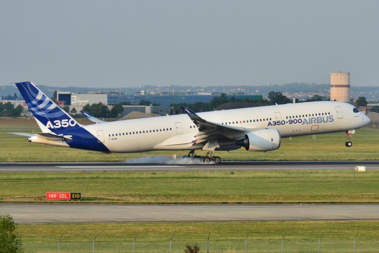 Airbus_A350-900_XWB_Airbus_Industries_(AIB)_MSN_001_-_F-WXWB_(9276762741)