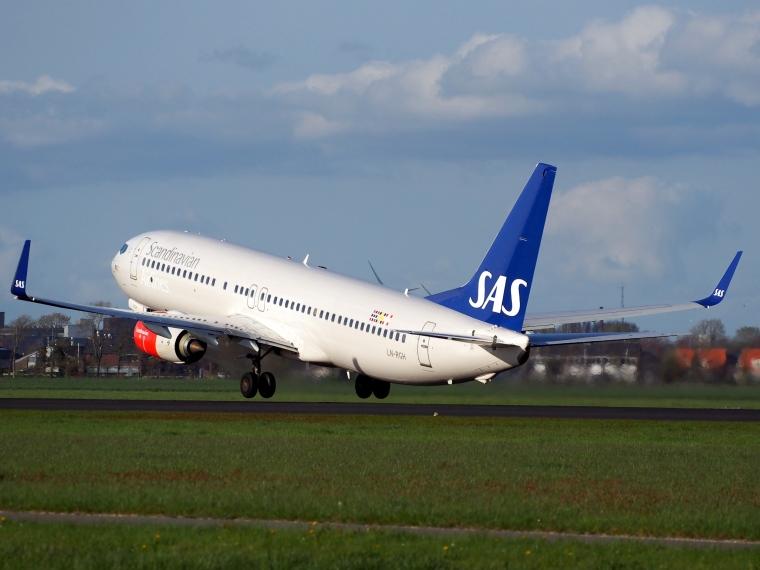 LN-RGH_SAS_Scandinavian_Airlines_Boeing_737-86N_takeoff_from_Polderbaan,_Schiphol_(AMS_-_EHAM)_at_sunset,_pic2