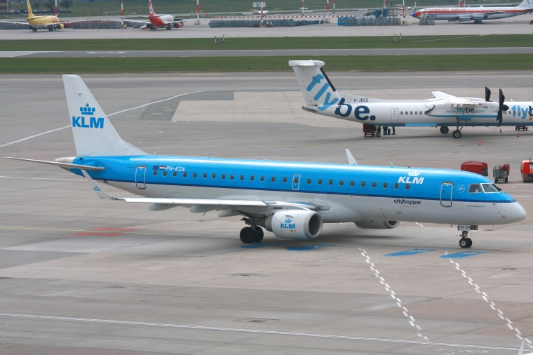 2010-04-06_ERJ190_KLM_PH-EZA_EDDH_01