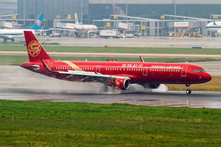 Juneyao_Airlines_Airbus_A321-211_at_Shanghai_Hongqiao