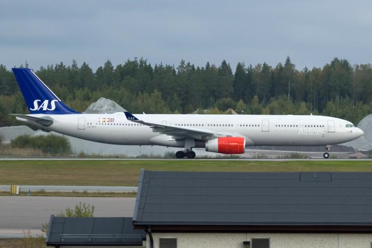 LN-RKS_A330_SAS_ARN_03