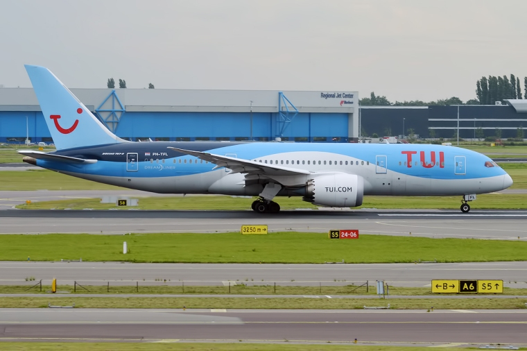TUI_Airlines_Netherlands,_PH-TFL,_Boeing_787-8_Dreamliner_(27860119234)