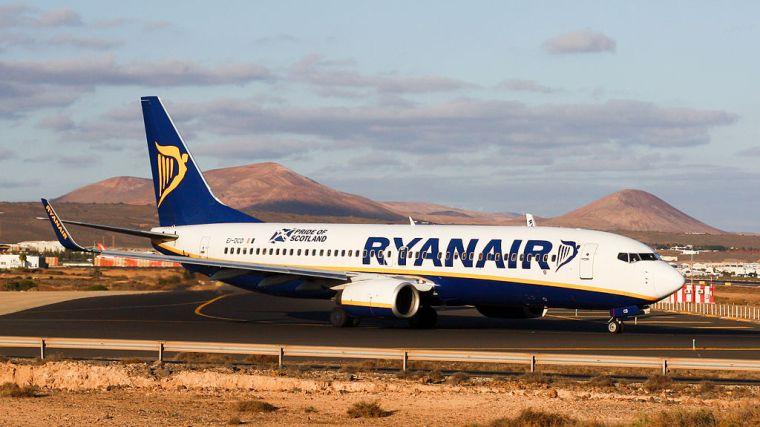 1024px-Ryanair_B737-800_EI-DCD_(4184990491)