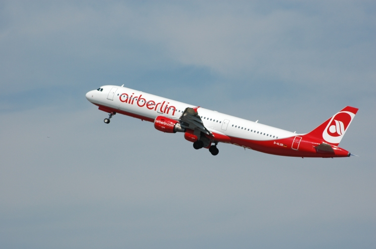 Air_Berlin_D-ALSB_-_Flickr_-_Axel_Schwenke