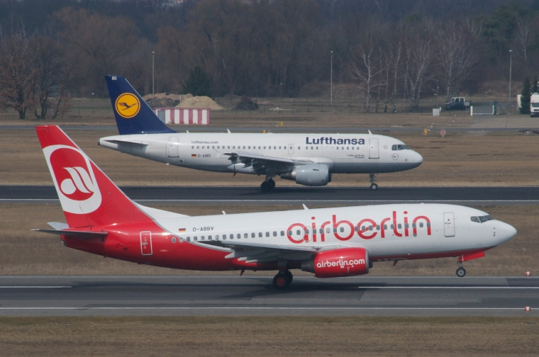 Air_Berlin_Boeing_737-700;_D-ABBV@TXL;09.04.2013_701be_(8888559852).jpg