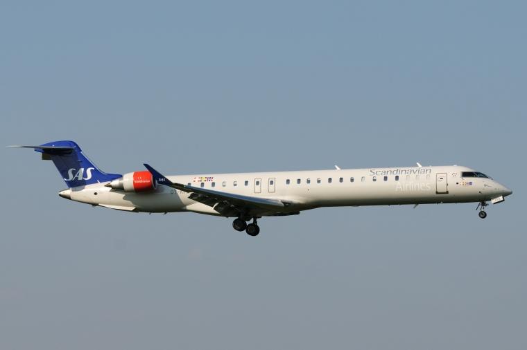 Bombardier_CRJ-900_OY-KFB_SAS_-_Scandinavian_Airlines