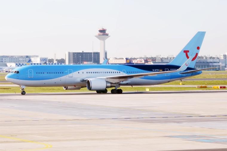 TUIfly,_D-ATYG,_Boeing_767-304_ER_(25976373584)