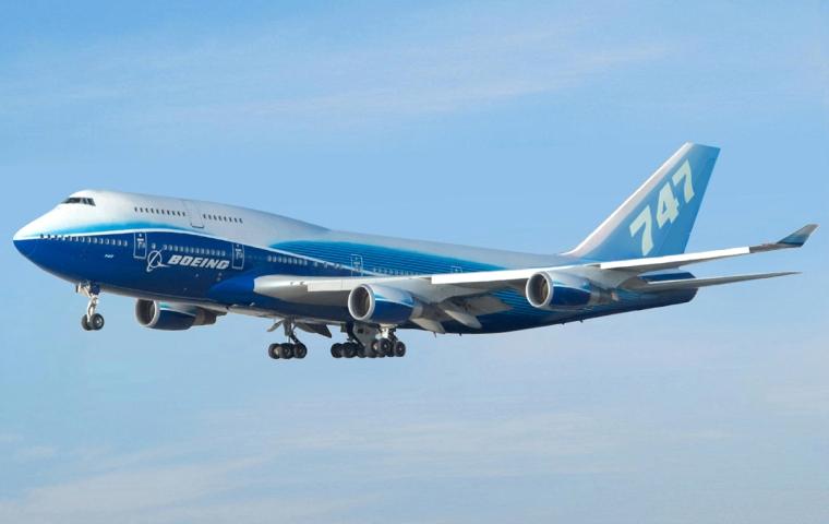 Boeing_747-400_Dreamliner_livery