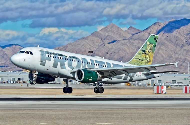 N930FR_Frontier_Airlines_Airbus_A319-111_(cn_2241)__Lola_and_Max__(8279622999)