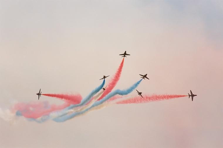Red_Arrows,_split,_Radom_AirShow_2005,_Poland