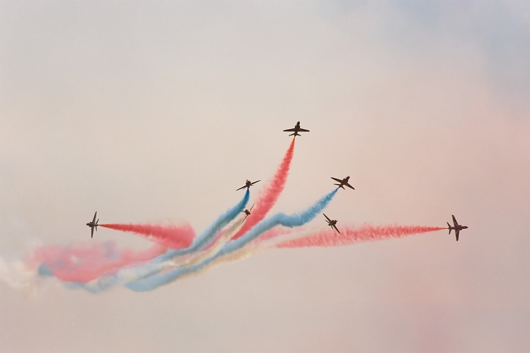 Red_Arrows,_split,_Radom_AirShow_2005,_Poland